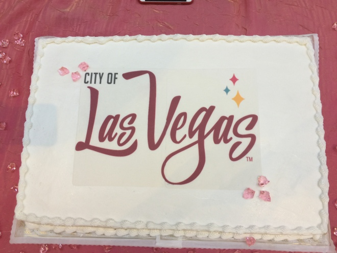las-vegas-logo-cake